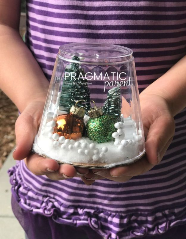 DIY Snow Globe Ideas - Make a Waterless Snow Globe - Easy Ideas To Make Snow Globes With Kids - Mason Jar, Picture, Ornament, Waterless Christmas Crafts - Cheap DYI Holiday Gift Ideas