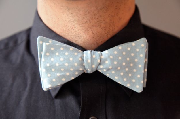 DIY Gifts for Him - Men's Bow Tie - Homemade Gift Ideas for Guys - DYI Christmas Gift for Dad, Boyfriend, Husband Brother - Easy and Cheap Handmade Presents Birthday https://diyjoy.com/diy-gifts-for-him