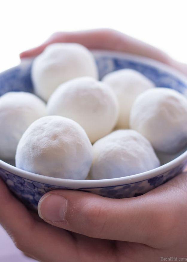 DIY Bath Bombs - Moisture Rich Milk and Honey Bath Melts - Easy DIY Bath Bomb Recipe Ideas - How to Make Bath Bombs at Home - Best Lush Copycats, Lavender, Glitter Homemade Bath Fizzies #bathbombs #diyideas