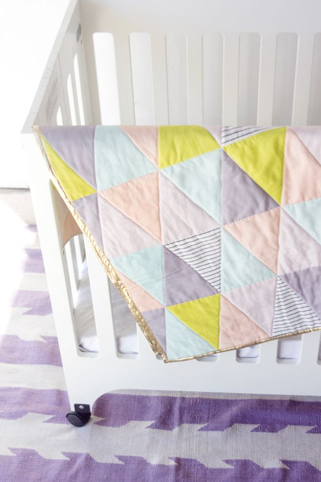 Easy Quilt Ideas for Beginners - One Hour Triangle Quilt - Free Quilt Patterns and Simple Projects With Fat Quarters - How to Make Baby Blankets, Table Runners, Jelly Rolls