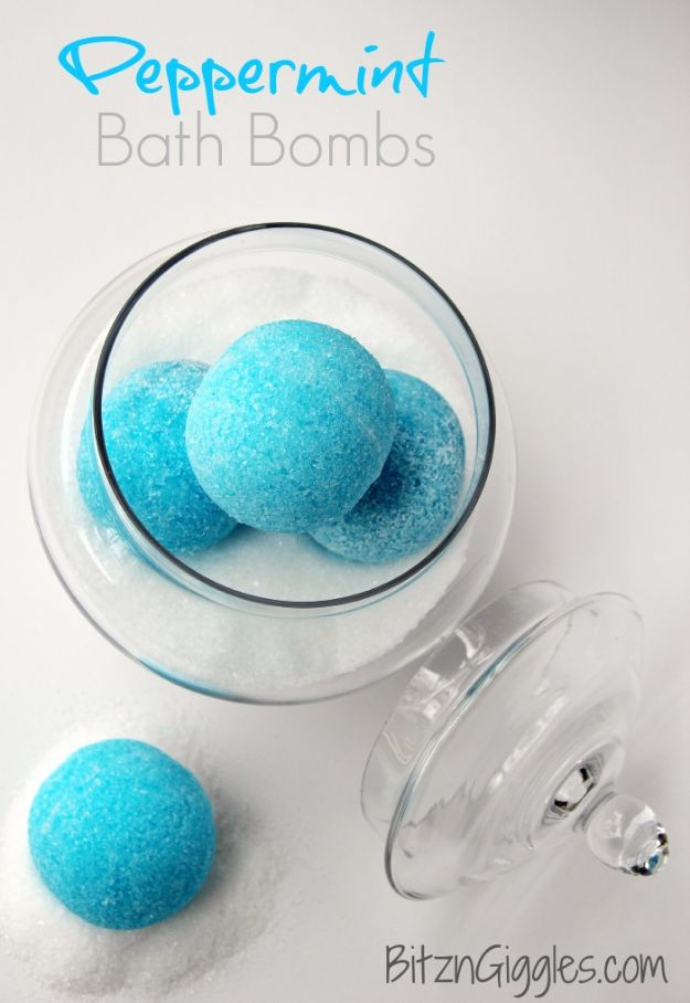 DIY Bath Bombs - Peppermint Bath Bombs - Easy DIY Bath Bomb Recipe Ideas - How to Make Bath Bombs at Home - Best Lush Copycats, Lavender, Glitter Homemade Bath Fizzies #bathbombs #diyideas