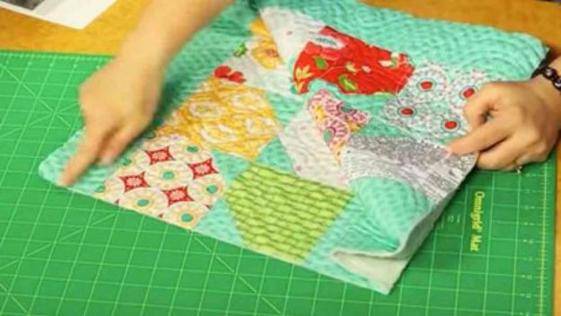 Easy Quilt Ideas for Beginners - Stylish Quilted Item - Free Quilt Patterns and Simple Projects With Fat Quarters - How to Make Baby Blankets, Table Runners, Jelly Rolls