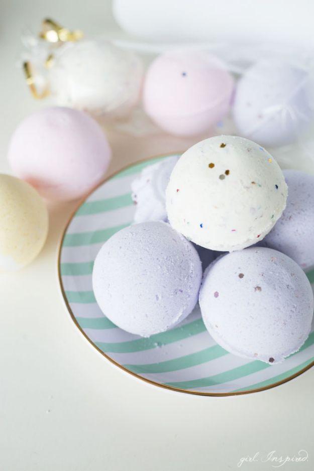 DIY Bath Bombs - Surprise DIY Bath Bombs - Easy DIY Bath Bomb Recipe Ideas - How to Make Bath Bombs at Home - Best Lush Copycats, Lavender, Glitter Homemade Bath Fizzies #bathbombs #diyideas