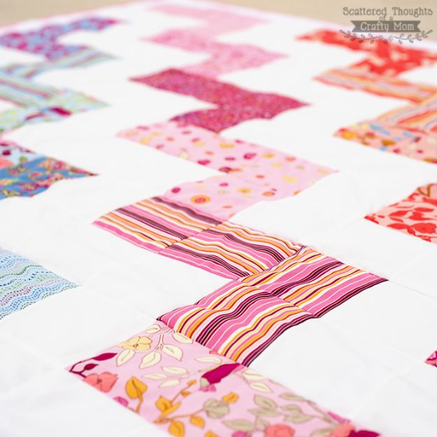 Easy Quilt Ideas for Beginners - Zig Zag Quilt - Free Quilt Patterns and Simple Projects With Fat Quarters - How to Make Baby Blankets, Table Runners, Jelly Rolls