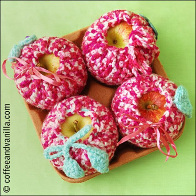 DIY Apple Crafts | Crochet Apple Cosy - Cute and Easy DIY Ideas With Apples - Painting, Mason Jars, Home Decor