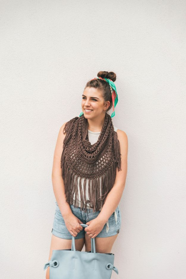 DIY Boho Clothes and Jewelry - Crochet Boho Fringe Cowl - How to Make Easy Boho Fashion On A Budget - Edgy Homemade Hippe Clothing Ideas for Summer, Winter, Spring and Fall