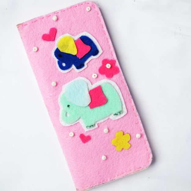 DIY Wallets - DIY Easy Wallet Tutorial using Felt – Super Easy - Cool and Easy DIY Wallet Ideas - Fabric, Duct Tape and Leather Crafts - Tutorial and Instructions for Making A Wallet - Cheap DIY Gifts