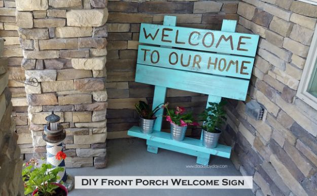 DIY Signs To Make For Your Home | DIY Front Porch Welcome Sign - Rustic Wall Art Ideas and Homemade Sign for Bedroom, Kitchen, Farmhouse Decor | Stencil Pallet and Distressed Vintage