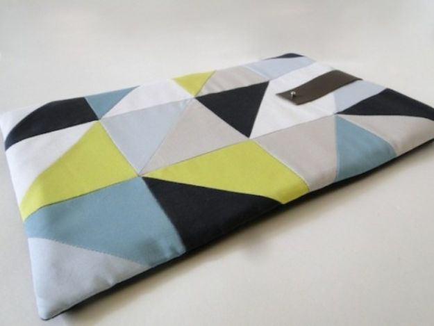 DIY Laptop Bags - DIY Geometric Laptop Sleeve - Easy Bag Projects to Make For Your Computer - Cool and Cheap Homemade Messnger Bags, Cases for Laptops - Shoulder Bag and Briefcase, Backpack