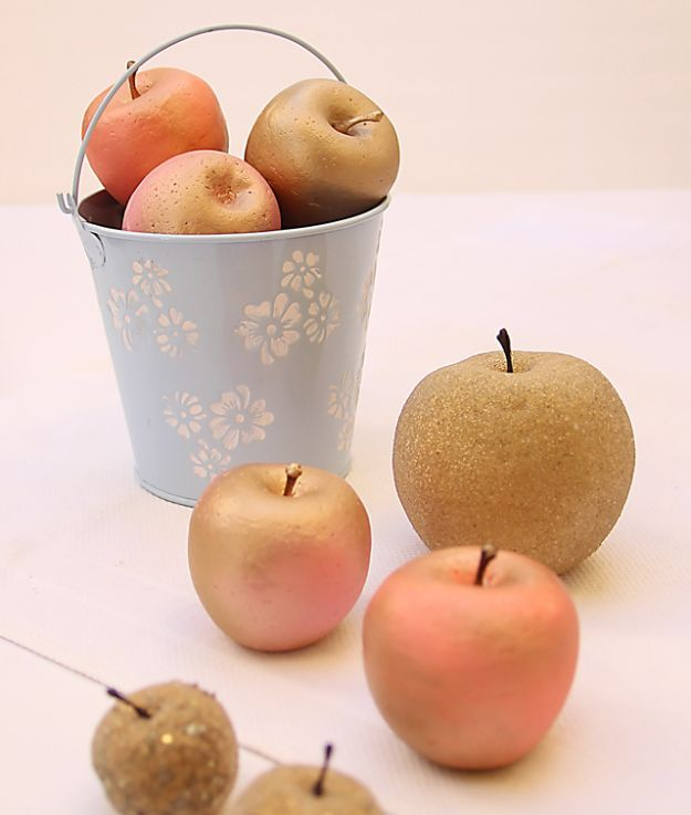 DIY Apple Crafts | DIY Gilded Apples - Cute and Easy DIY Ideas With Apples - Painting, Mason Jars, Home Decor