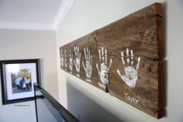 DIY Signs To Make For Your Home | DIY Handprint Wall Sign - Rustic Wall Art Ideas and Homemade Sign for Bedroom, Kitchen, Farmhouse Decor | Stencil Pallet and Distressed Vintage