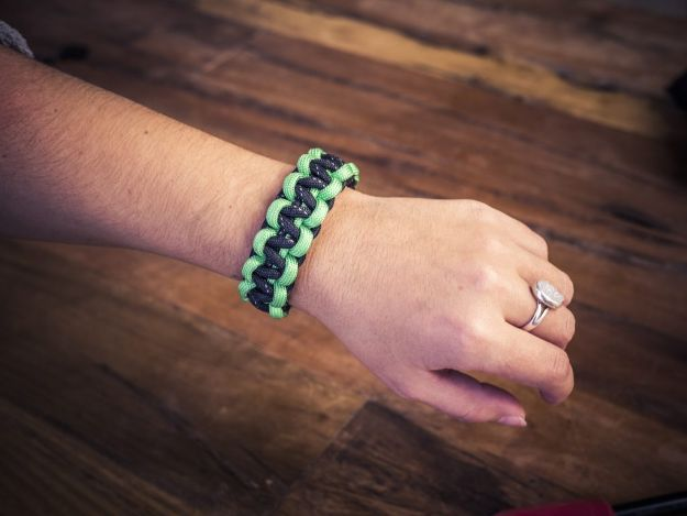 DIY Paracord Bracelet Ideas - DIY Paracord Survival Bracelet - Tutorials for Easy Woven Paracord Bracelets | Survival and Stitched Patterns With Instructions and How To