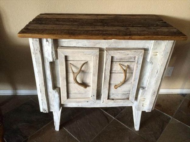 DIY Sideboards - DIY Shabby Chic Pallet Sideboard - Easy Furniture Ideas to Make On A Budget - DYI Side Board Tutorial for Makeover, Building Wooden Home Decor