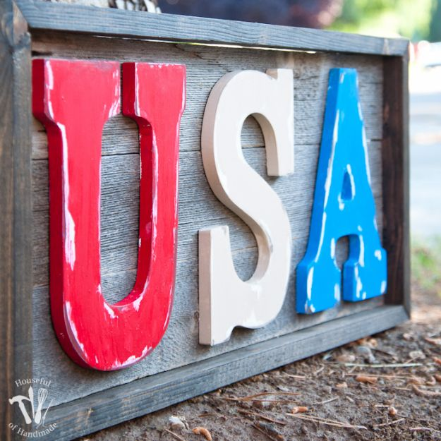 DIY Signs To Make For Your Home | Easy DIY Rustic USA Wood Sign - Rustic Wall Art Ideas and Homemade Sign for Bedroom, Kitchen, Farmhouse Decor | Stencil Pallet and Distressed Vintage
