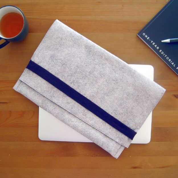 DIY Laptop Bags - Felt & Fleece Laptop Sleeve Sewing Tutorial - Easy Bag Projects to Make For Your Computer - Cool and Cheap Homemade Messnger Bags, Cases for Laptops - Shoulder Bag and Briefcase, Backpack