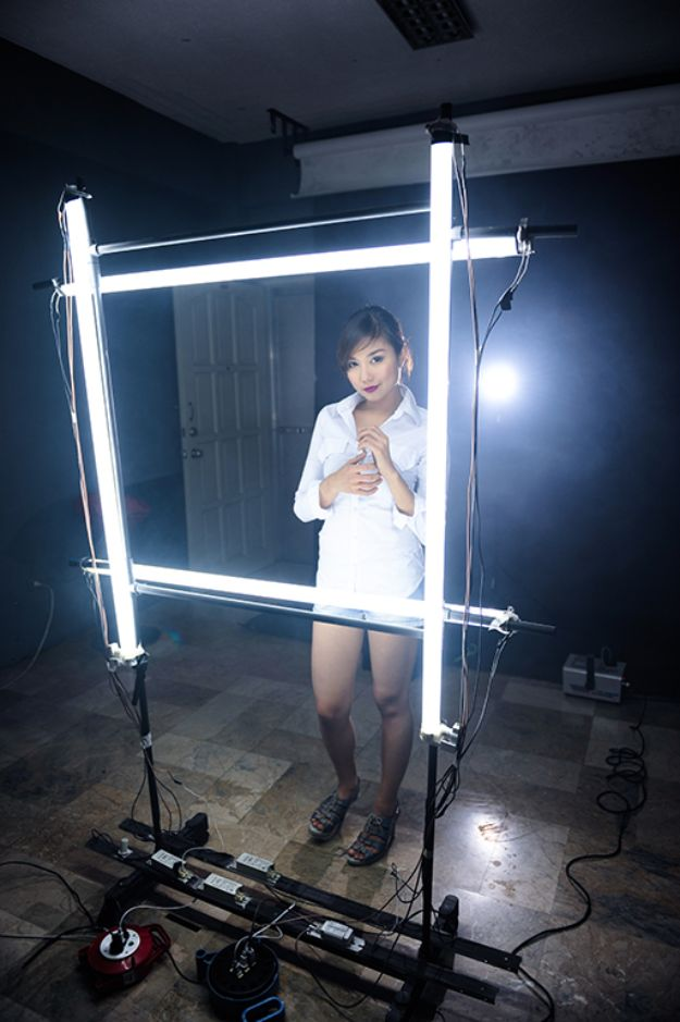 DIY Photography Hacks - Fluorescent Tube Light Beauty Light Thingy - Easy Ways to Make Photo Equipment and Props | Photo and Lighting, Backdrops | Projects for Shooting Best Photos