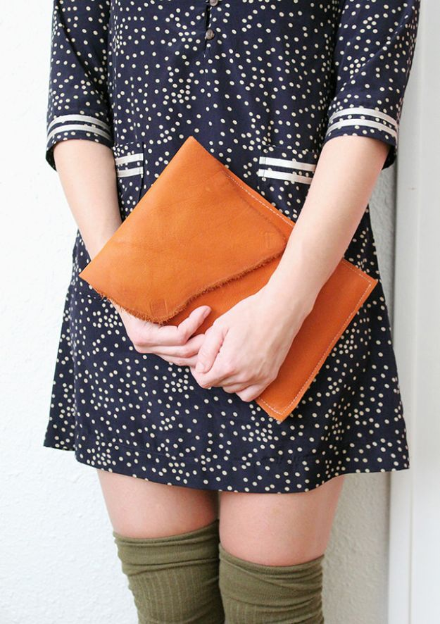 DIY Laptop Bags - Make Your Own Leather iPad Case - Easy Bag Projects to Make For Your Computer - Cool and Cheap Homemade Messnger Bags, Cases for Laptops - Shoulder Bag and Briefcase, Backpack