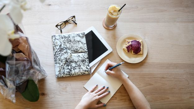 DIY Laptop Bags - Marbled Clutch For Laptops - Easy Bag Projects to Make For Your Computer - Cool and Cheap Homemade Messnger Bags, Cases for Laptops - Shoulder Bag and Briefcase, Backpack