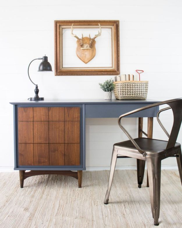 DIY Midcentury Modern Decor Ideas - Mid-Century Desk In Hurricane - DYI Mid Centurty Modern Furniture and Home Decorations - Chairs, Sofa, Wall Art , Shelves, Bedroom and Living Room