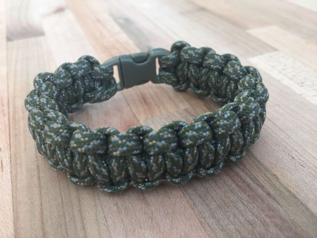 DIY Paracord Bracelet Ideas - Paracord Wilderness Survival Bracelet - Tutorials for Easy Woven Paracord Bracelets | Survival and Stitched Patterns With Instructions and How To
