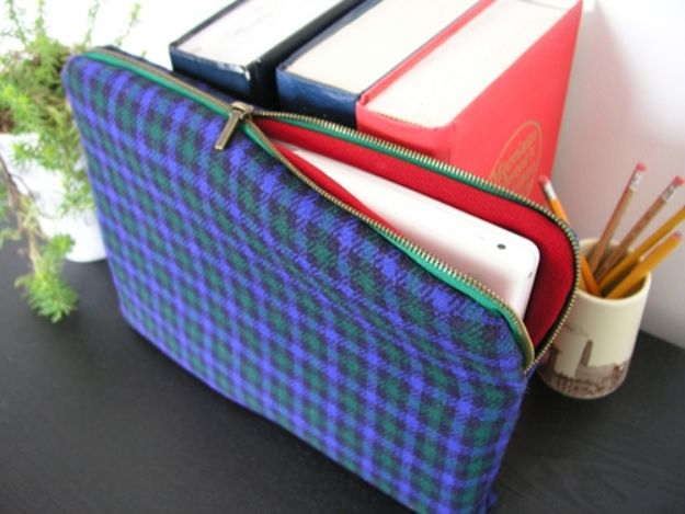 DIY Laptop Bags - Plaid Electronics Sleeve - Easy Bag Projects to Make For Your Computer - Cool and Cheap Homemade Messnger Bags, Cases for Laptops - Shoulder Bag and Briefcase, Backpack