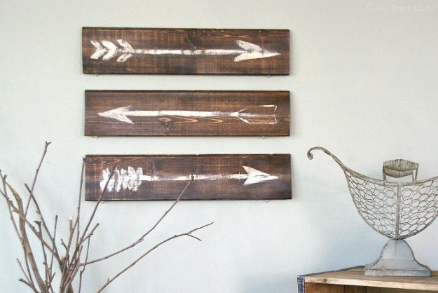 DIY Signs To Make For Your Home | Rustic Painted Arrows - Rustic Wall Art Ideas and Homemade Sign for Bedroom, Kitchen, Farmhouse Decor | Stencil Pallet and Distressed Vintage