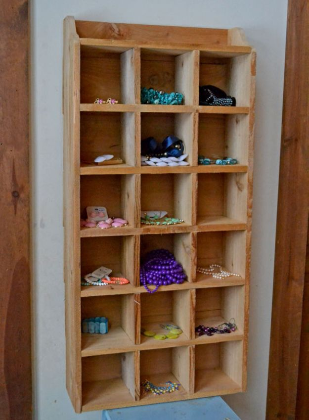 Easy Woodworking Projects - $10 Cedar Cubby Shelf - Cool DIY Wood Projects for Beginners - Easy Project Ideas and Plans for Homemade Gifts and Decor