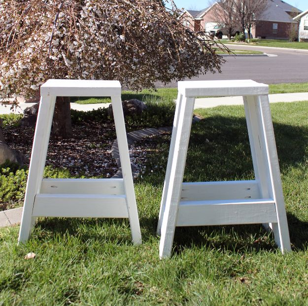 Easy Woodworking Projects - DIY Bar Stool - Cool DIY Wood Projects for Beginners - Easy Project Ideas and Plans for Homemade Gifts and Decor
