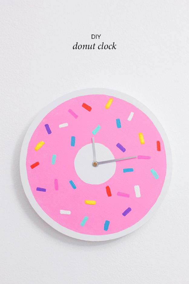 DIY Clocks - DIY Donut Clock - Easy and Cheap Home Decor Ideas and Crafts for Wall Clock - Cool Bedroom and Living Room Decor, Farmhouse and Modern