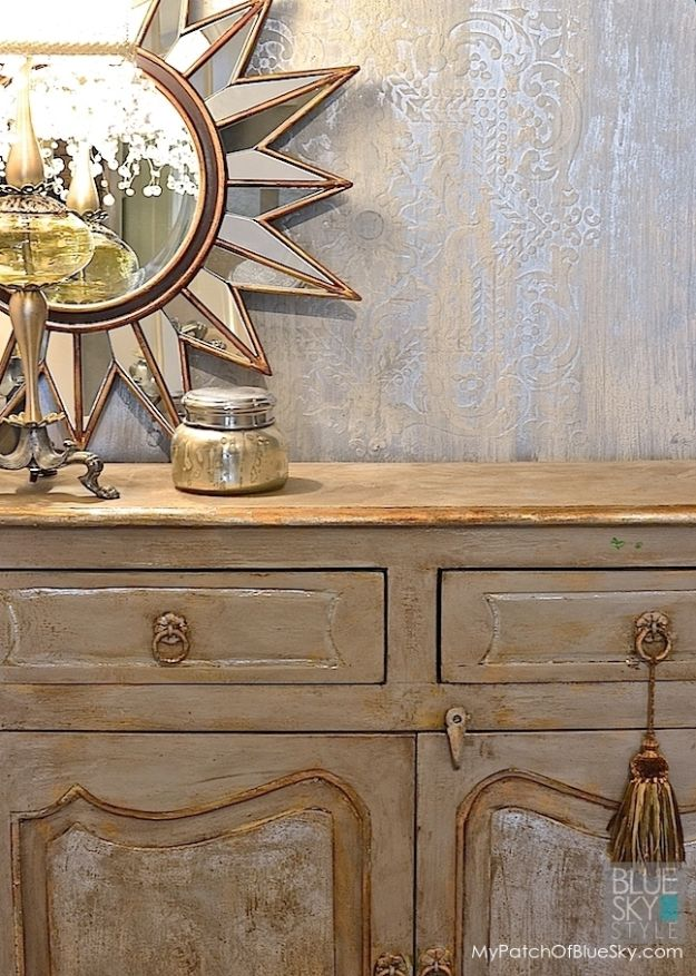 DIY Faux Finishes for Walls - Ice Palace Wall Finish - Step by Step Tutorials for Do It Yourself Faux Finish Wall Textures - Rustic, Colour, Tuscan Style, Simple Metallic, Sponge Painting Techniques, Roller and Drag Texture