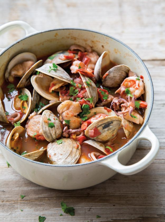 Dutch Oven Recipes - Italian Shellfish Stew - Easy Ideas for Cooking in Dutch Ovens - Soups, Stews, Chicken Dishes, One Pot Meals and Recipe Ideas to Slow Cook for Easy Weeknight Meals