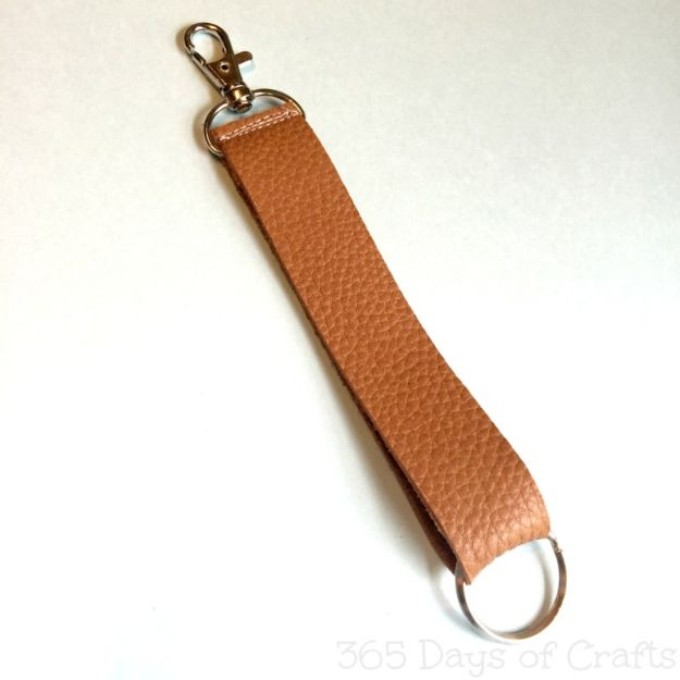 DIY Fathers Day Gifts - Leather Keychain - Homemade Presents and Gift Ideas for Dad - Cute and Easy Things to Make For Father