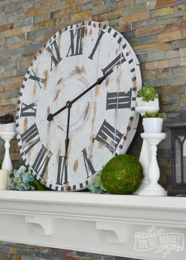 DIY Clocks - Make a Giant Reclaimed Wood Clock from an Electrical Reel - Easy and Cheap Home Decor Ideas and Crafts for Wall Clock - Cool Bedroom and Living Room Decor, Farmhouse and Modern