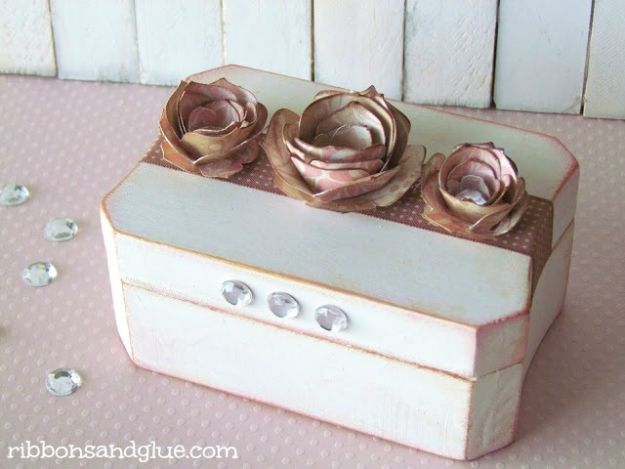 Cheap Mothers Day Gifts - Mother's Day Keepsake Box - Homemade Presents and Gift Ideas for Mom - Cute and Easy Things to Make For Mother