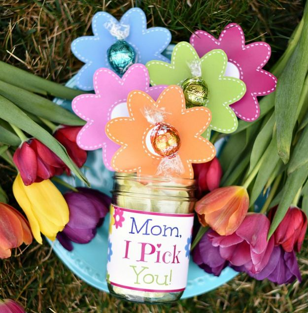 Cheap Mothers Day Gifts - Mother's Day Chocolate Bouquet - Homemade Presents and Gift Ideas for Mom - Cute and Easy Things to Make For Mother
