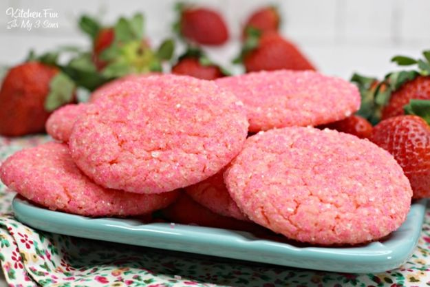 Best Strawberry Recipes - Strawberry Champagne Cookies - Easy Recipe Ideas With Fresh Strawberries - Dessert, Cakes, Breakfast, Muffins, Pie, Salad
