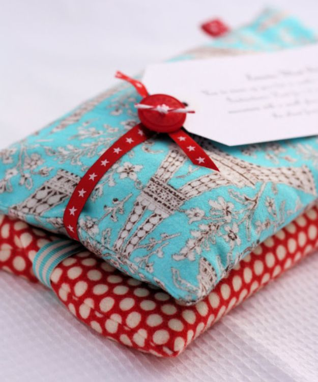 Cheap Mothers Day Gifts - Winter Warmers - Homemade Presents and Gift Ideas for Mom - Cute and Easy Things to Make For Mother