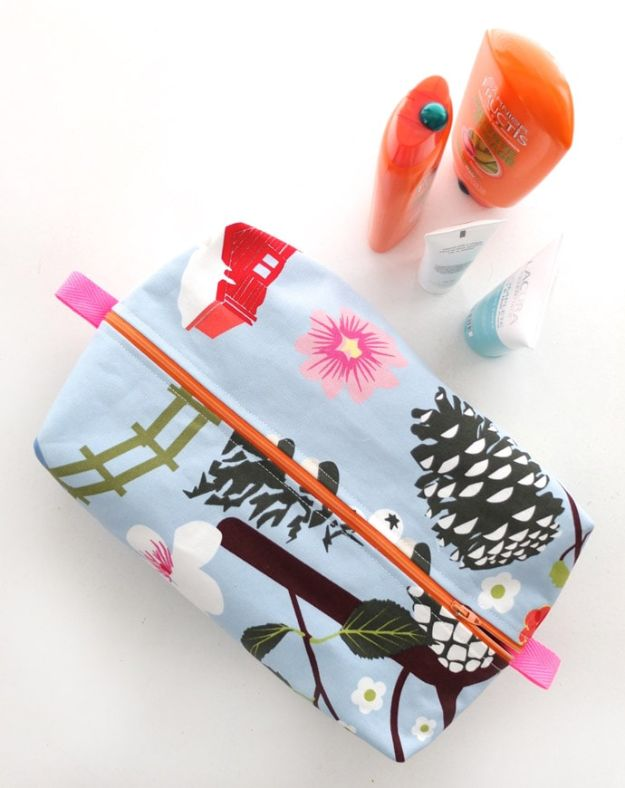 Cheap Mothers Day Gifts - Zippered Washbag - Homemade Presents and Gift Ideas for Mom - Cute and Easy Things to Make For Mother