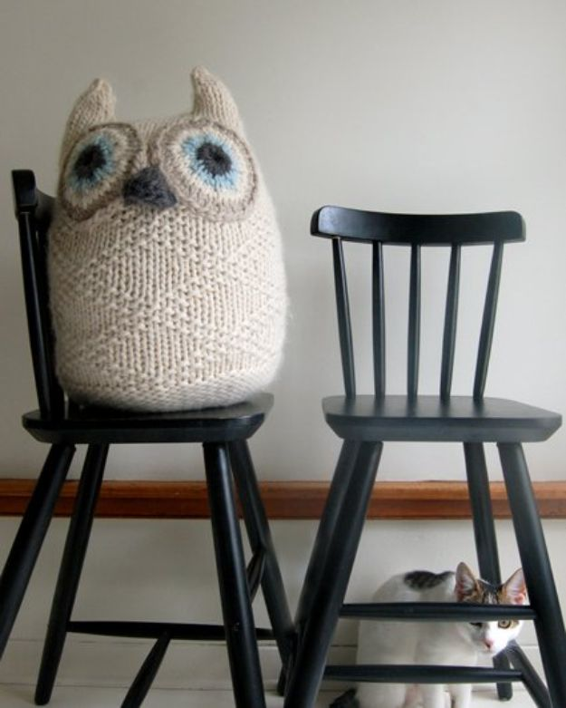 DIY Knitting Ideas for Baby - Big Snowy Owl – E-Wrap Method - Easy Blanket, Hat, Booties, Toys and Sweater Tutorials to Knit for Babies - Boy and Girl Clothes and Nursery Decor for Gifts