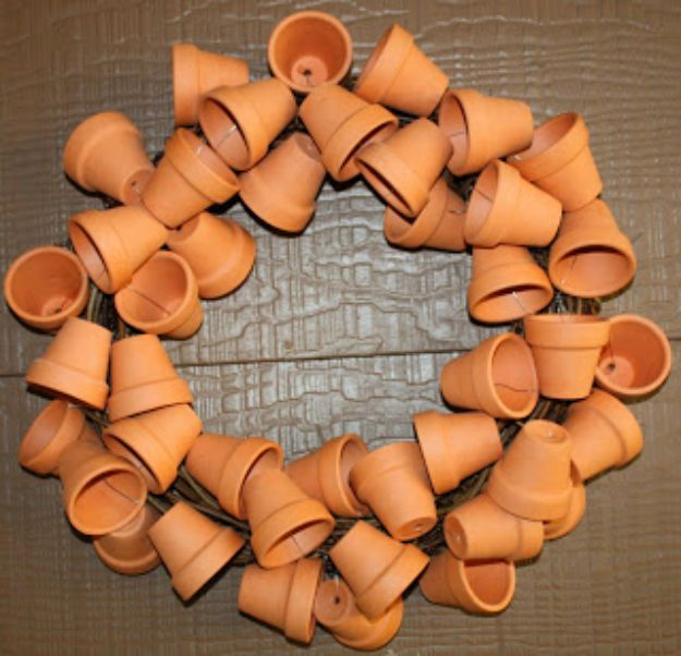 DIY Ideas for Clay Pots - Clay Pot Wreath - Cute Gardening Projects Tutorials for Decorating Pots - Pretty Rustic and Farmhouse Planters for Cheap Home Decor