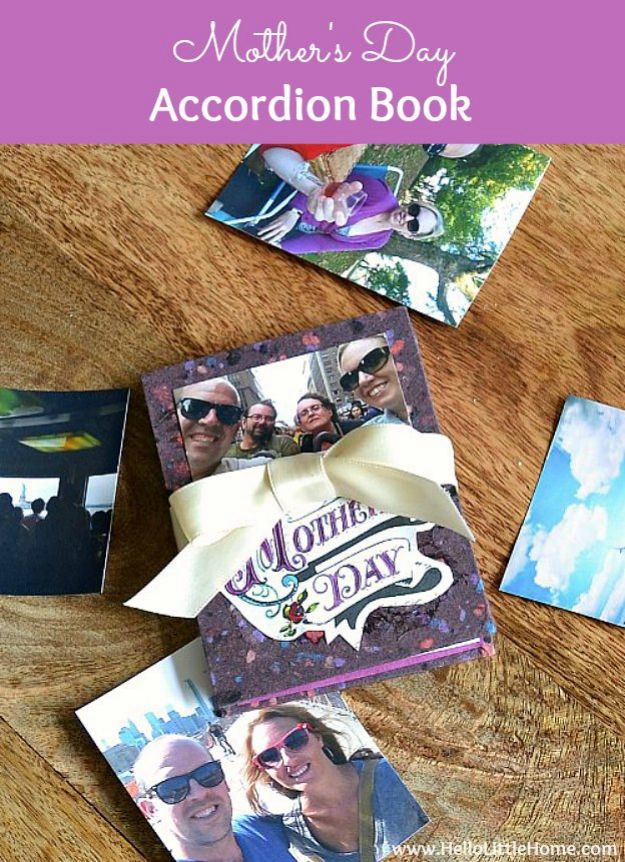 Easy Mothers Day Gifts - DIY Mother's Day Accordion Book - Cute Crafts and Homemade Presents for Mom | Thoughtful Gift Ideas to Make For Mother