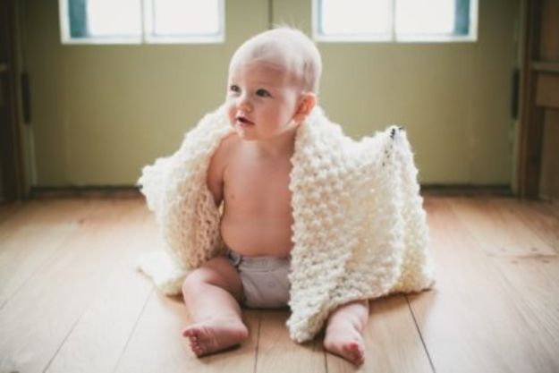 DIY Knitting Ideas for Baby - Easy Chunky Knit Blanket - Easy Blanket, Hat, Booties, Toys and Sweater Tutorials to Knit for Babies - Boy and Girl Clothes and Nursery Decor for Gifts