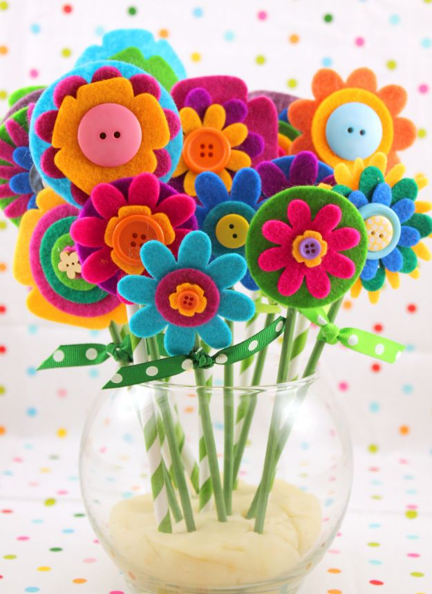 Easy Mothers Day Gifts - Felt Flower Bouquet - Cute Crafts and Homemade Presents for Mom | Thoughtful Gift Ideas to Make For Mother