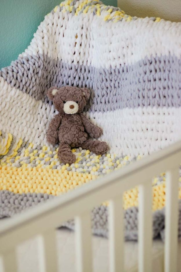 DIY Knitting Ideas for Baby - Finger Knit Baby Blanket - Easy Blanket, Hat, Booties, Toys and Sweater Tutorials to Knit for Babies - Boy and Girl Clothes and Nursery Decor for Gifts