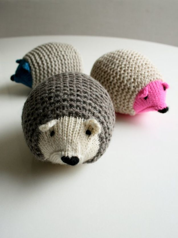 DIY Knitting Ideas for Baby - Knit Hedgehogs - Easy Blanket, Hat, Booties, Toys and Sweater Tutorials to Knit for Babies - Boy and Girl Clothes and Nursery Decor for Gifts