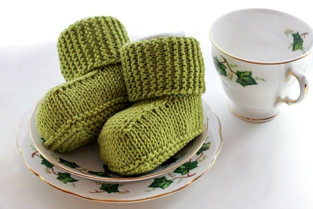 DIY Knitting Ideas for Baby -Knitted Baby Uggs - Easy Blanket, Hat, Booties, Toys and Sweater Tutorials to Knit for Babies - Boy and Girl Clothes and Nursery Decor for Gifts
