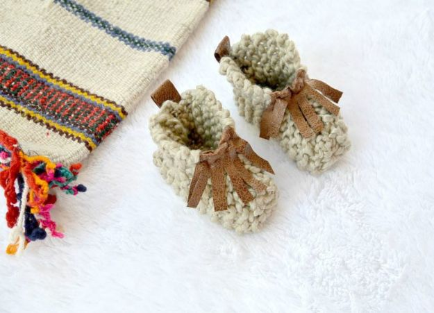 DIY Knitting Ideas for Baby - Moccasins Baby Booties - Easy Blanket, Hat, Booties, Toys and Sweater Tutorials to Knit for Babies - Boy and Girl Clothes and Nursery Decor for Gifts