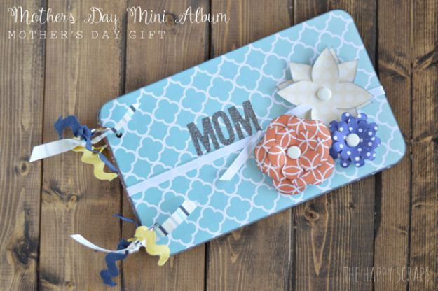 Easy Mothers Day Gifts - Mother's Day Mini Album - Cute Crafts and Homemade Presents for Mom | Thoughtful Gift Ideas to Make For Mother