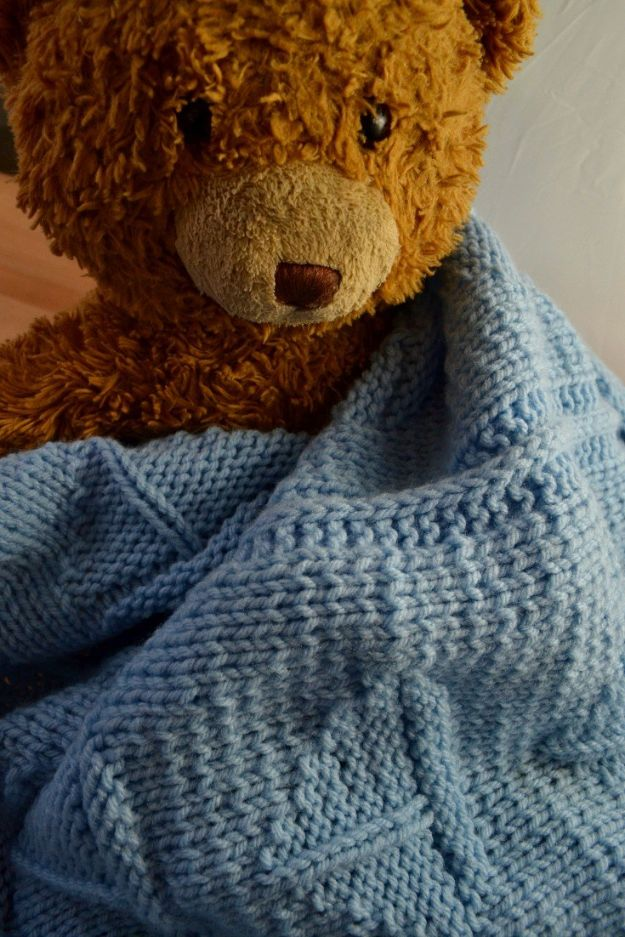 DIY Knitting Ideas for Baby - Simple Sailboat Blanket - Easy Blanket, Hat, Booties, Toys and Sweater Tutorials to Knit for Babies - Boy and Girl Clothes and Nursery Decor for Gifts