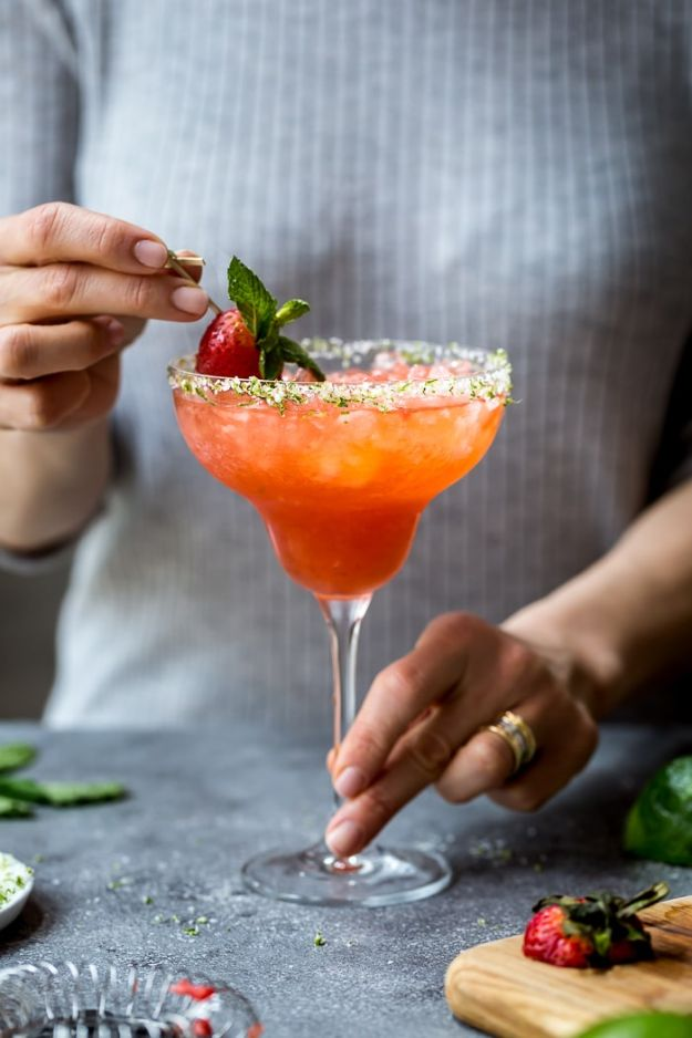 Margarita Recipes - Strawberry Champagne Margaritas - Drink Recipes for a Party - Recipe Ideas for Blender Margaritas - Lime, Strawberry, Fruit | Easy Drinks With Tequila